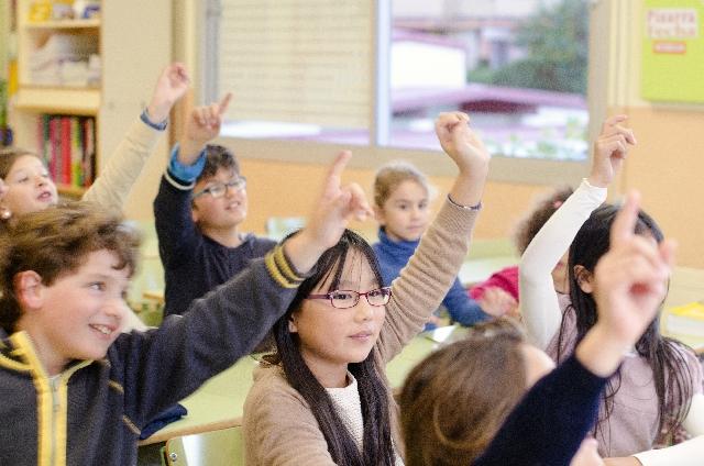 教室の子供
